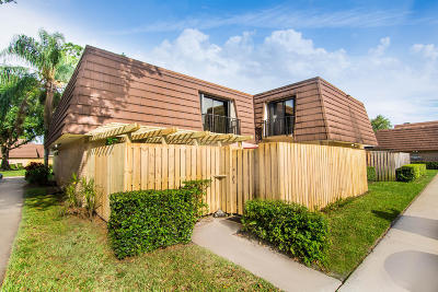 Palm Beach Gardens Townhouse For Sale: 2436 24th Lane #2436