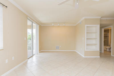 West Palm Beach Condo For Sale: 6394 Emerald Dunes Drive #303
