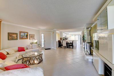 Delray Beach Condo For Sale: 7485 Glendevon Lane #1104