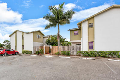 Palm Beach Gardens Townhouse For Sale: 4320 Lilac Street #1a