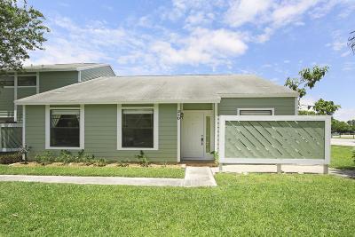 Jupiter Townhouse For Sale: 103 Lakewood Drive #23d
