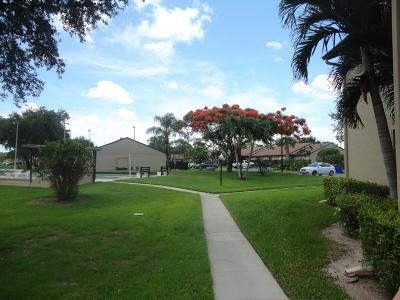 Greenacres FL Condo For Sale: $139,000