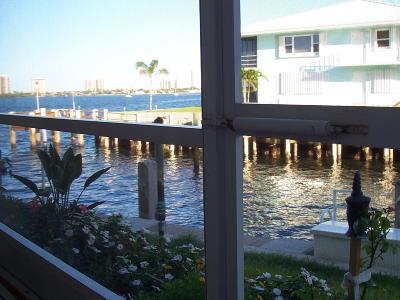 North Palm Beach Condo For Sale: 100 Doolen Court #107