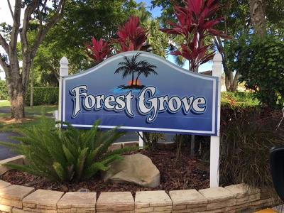 Boynton Beach Single Family Home For Sale: 5835 Forest Grove Drive #4