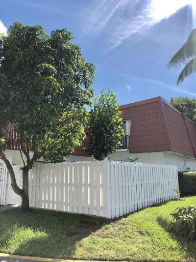 Boynton Beach FL Townhouse For Sale: $200,000