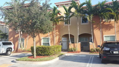Boynton Beach Townhouse For Sale: 302 Lake Monterey Circle