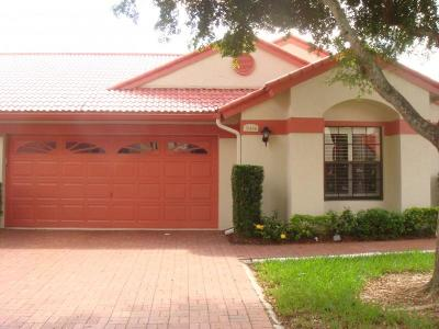 Delray Beach Single Family Home For Sale: 7645 Lexington Club Boulevard #B