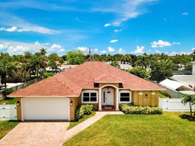 Lake Clarke Shores Single Family Home For Sale: 6600 Mango Circle