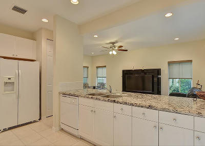 Boynton Beach Townhouse For Sale: 224 Lake Monterey Circle