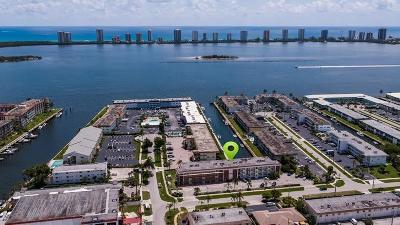 North Palm Beach Condo For Sale: 236 Castlewood Drive #301