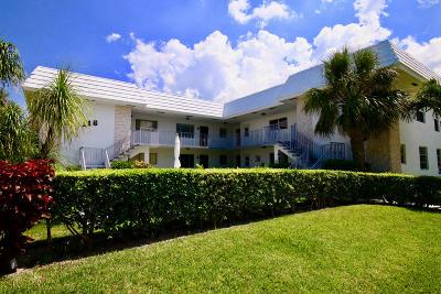North Palm Beach Condo For Sale: 118 Yacht Club Drive #6
