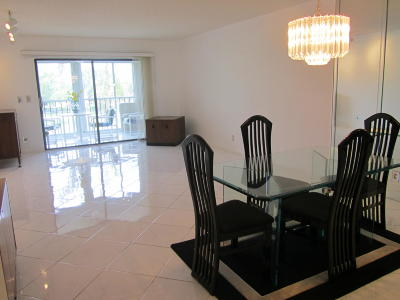 Delray Beach Condo For Sale: 7300 Amberly Lane #309