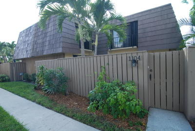 Palm Beach Gardens Townhouse For Sale: 1104 11th Court