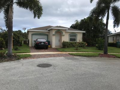 Boynton Beach Single Family Home Contingent: 2122 E Ridge Circle E