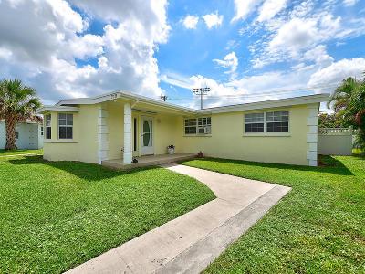 Royal Palm Beach Single Family Home Contingent: 712 Camellia Drive