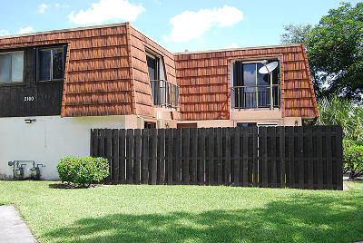 Greenacres FL Townhouse Contingent: $160,000