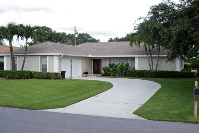 Tequesta Single Family Home For Sale: 18 SE Paddock Circle