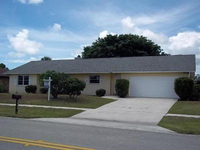 Riviera Beach Single Family Home For Sale: 2559 Canterbury Drive