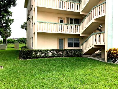 West Palm Beach Condo For Sale: 141 Southampton C