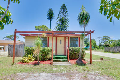 Jupiter Single Family Home For Sale: 611 S Loxahatchee Drive