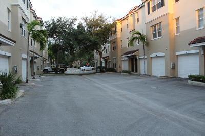 Coral Springs Condo Contingent: 6020 W Sample Road #207