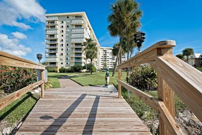 North Palm Beach Condo For Sale: 336 Golfview Road #406