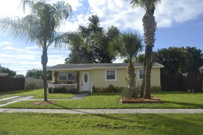 Royal Palm Beach Single Family Home For Sale: 621 Camellia Drive