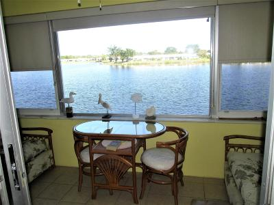 Boynton Beach Condo For Sale: 1118 Lake Terrace #211
