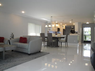 Boynton Beach Condo For Sale: 28 Westgate Lane #28c