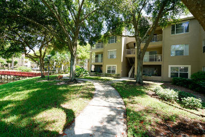Delray Beach Condo For Sale: 1745 Palm Cove Boulevard #3-307
