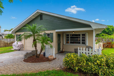 Martin County Single Family Home For Sale: 420 SW 7th Street