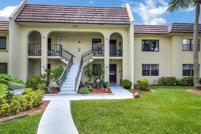 West Palm Beach Condo For Sale: 145 Lake Nancy Lane #227