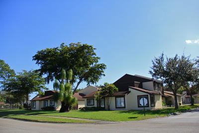 West Palm Beach Condo For Sale: 5328 Bosque Lane #67