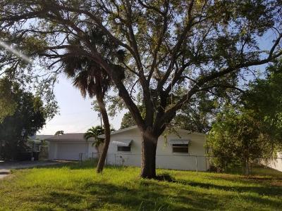 Fort Pierce Single Family Home For Sale: 502 Mayflower Lane Lane