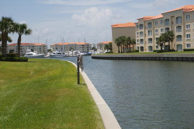 Fort Pierce Condo For Sale: 19 Harbour Isle Drive W #104