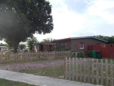 Port Saint Lucie Single Family Home For Sale: 225 SE Airoso Boulevard