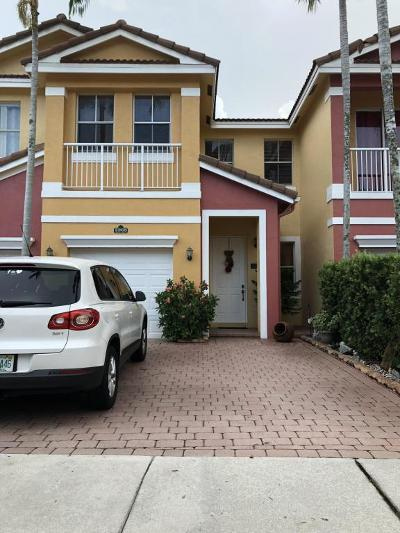 Royal Palm Beach Townhouse For Sale: 2268 Shoma Drive