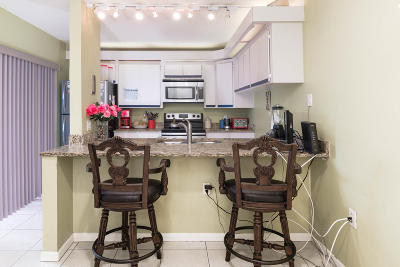 West Palm Beach Townhouse For Sale: 1712 17th Way Way