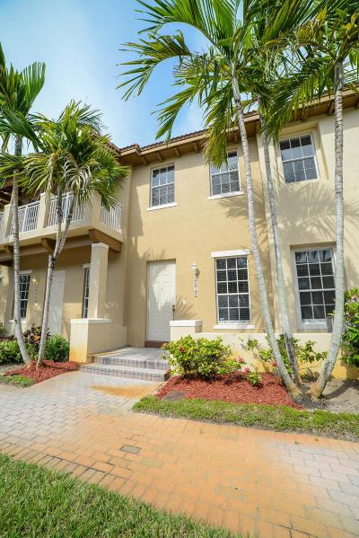 Boynton Beach FL Townhouse For Sale: $275,000
