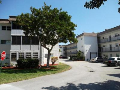 Palm Springs Condo For Sale: 705 Lori Drive #104