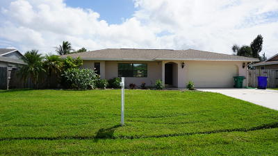 Port Saint Lucie Single Family Home For Sale: 560 SE Oceanspray Terrace