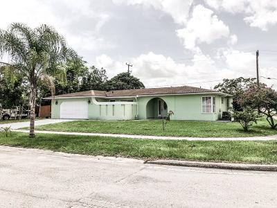 Fort Pierce Single Family Home For Sale: 102 NE Lobster Road