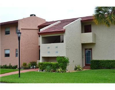West Palm Beach Condo For Sale: 420 Lake Carol Drive #420