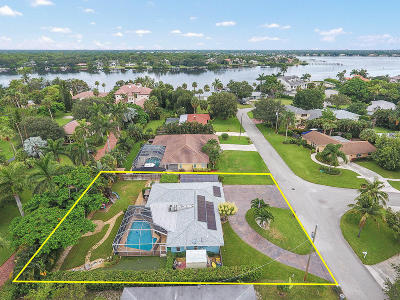 Jupiter Single Family Home For Sale: 18055 Palm Point Drive
