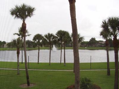 Delray Beach Condo Contingent: 5100 Las Verdes Circle #210