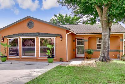 Stuart Single Family Home Contingent: 5890 SE Pine Drive