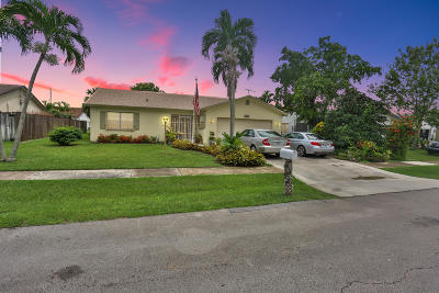 Boca Raton Single Family Home For Sale: 9242 SW 18th Road