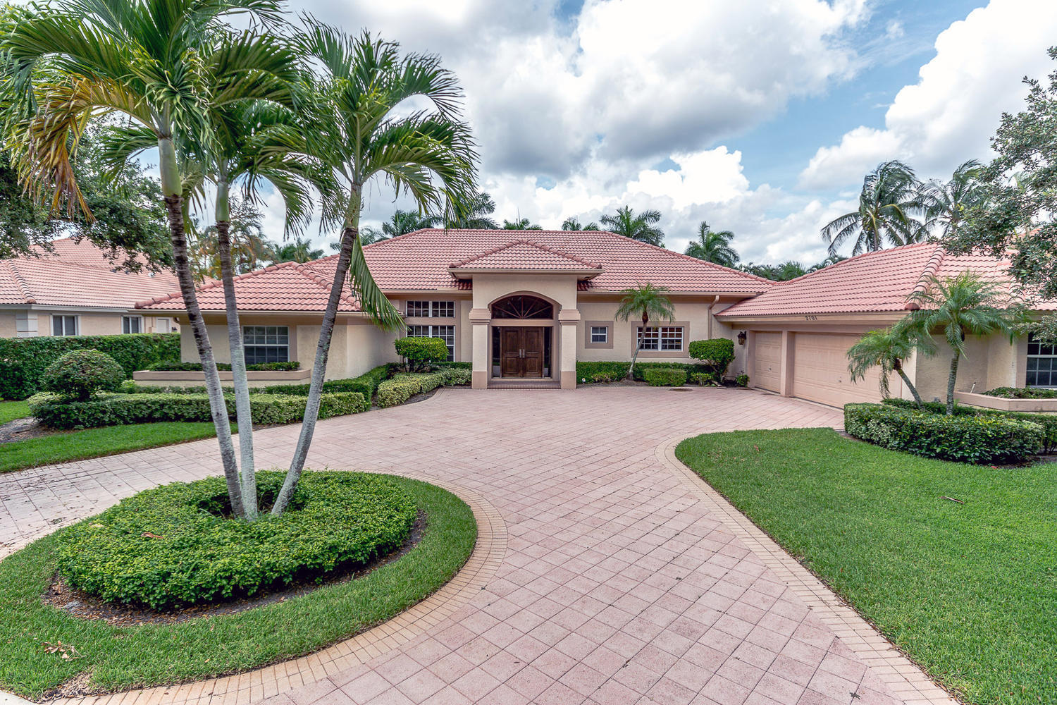 6 Bed 4 Full 1 Partial Baths Home In West Palm Beach For 849 000