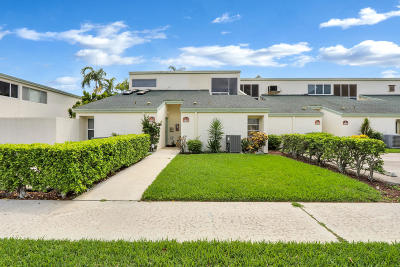 North Palm Beach Condo For Sale: 118 Castlewood Drive #120