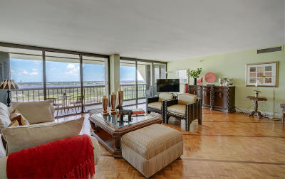 West Palm Beach Condo For Sale: 2450 Presidential Way #1906